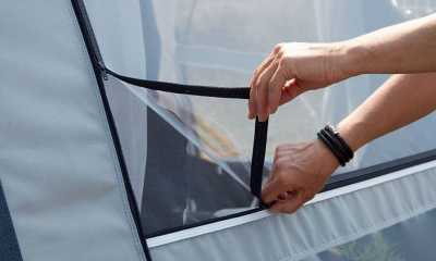 Mosquito net window with external zipped foil features in both side panels