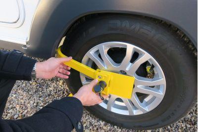Milenco Lightweight Wheel Clamp instruction 2