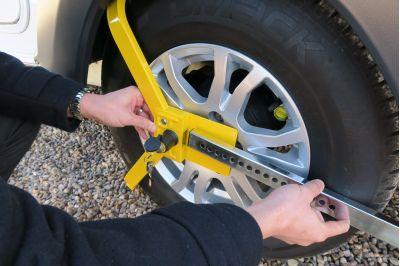 Milenco Lightweight Wheel Clamp instruction 3