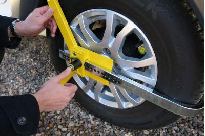 Milenco Lightweight Wheel Clamp instruction 4